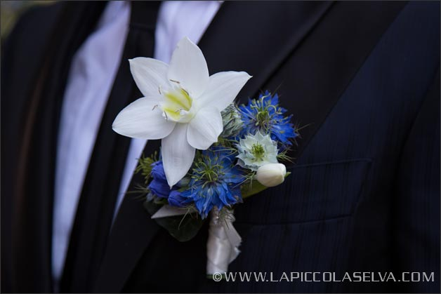 blue-wedding-buttonhole