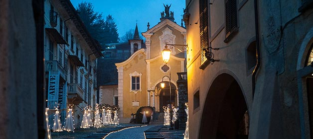 A Christmas Themed Wedding on Lake Orta