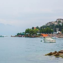 A fresh and romantic wedding in Malcesine village on Lake Garda
