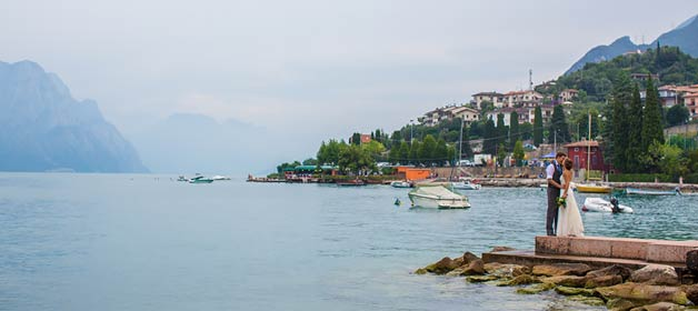 A fresh and romantic wedding in Malcesine village on Lake Garda