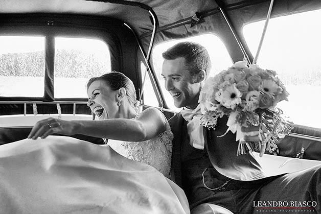 sposa-e-sposo-lago-orta-su-motoscafo-matrimonio-emozioni