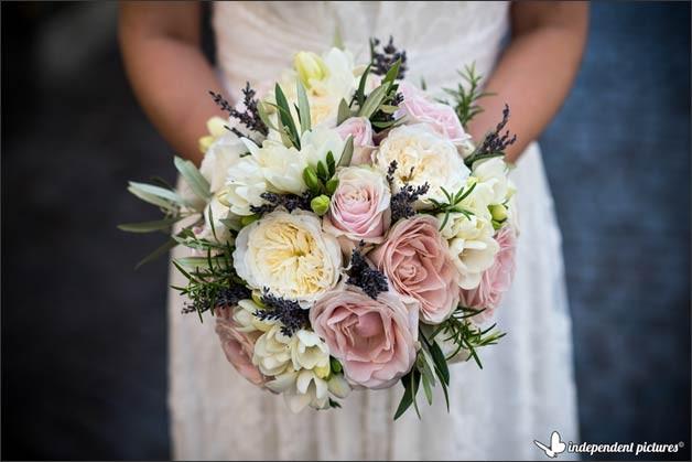 bridal-bouquet-elope-in-stresa-lake-maggiore