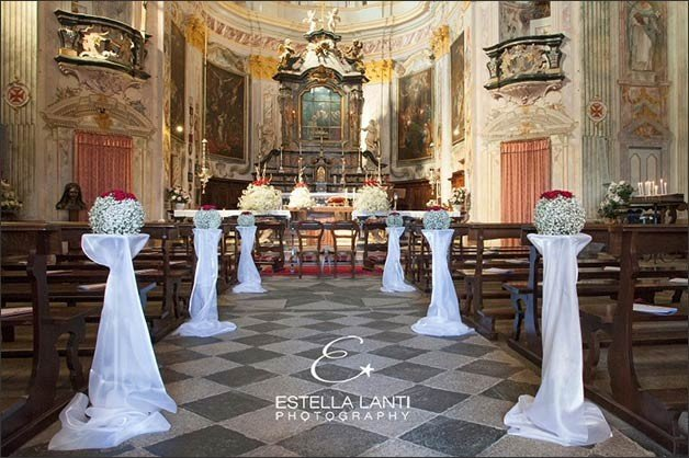 08_wedding-flowers-madonna-del-sasso-church-lake-orta