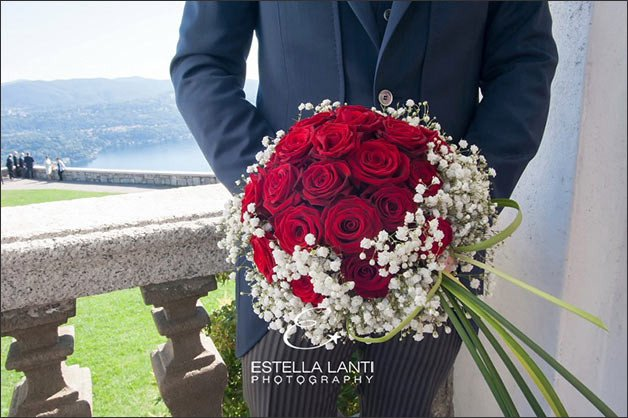 wedding-flowers-madonna-del-sasso-church-lake-orta
