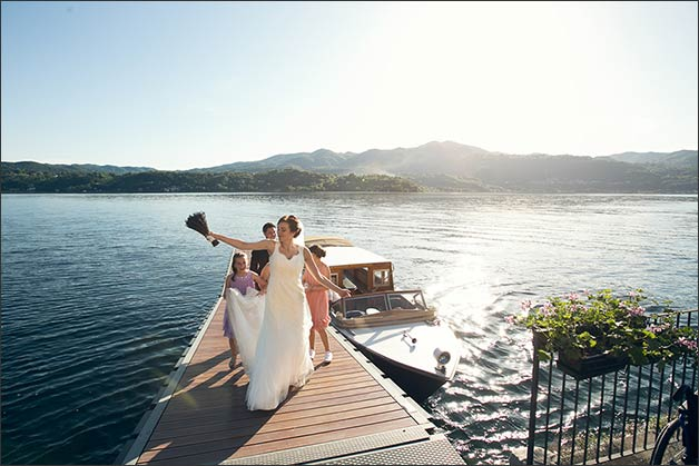 romantic-lake-orta-wedding-party_23