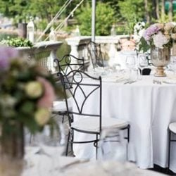 An elegant wedding in a Beach Club on Lake Orta