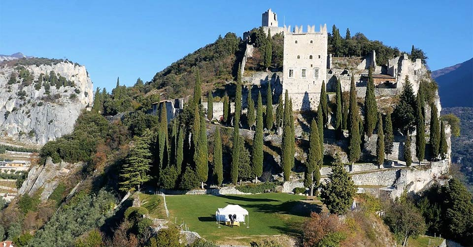 arco-castle-wedding-ceremony_lake-garda