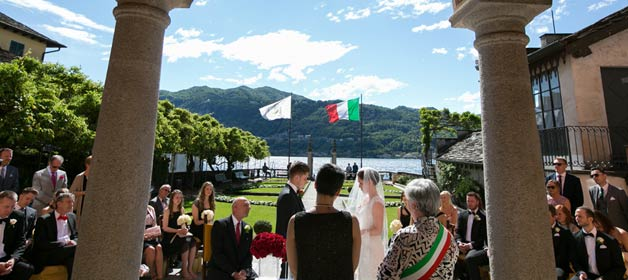 Red Roses for a Chic Wedding on Lake Orta