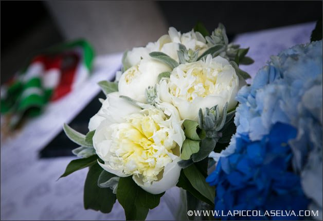floral-decoration-same-sex-ceremony-villa-bossi
