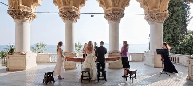 A very romantic elope on Lake Garda