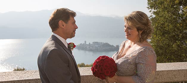 A very romantic and intimate Fall elope on Lake Orta