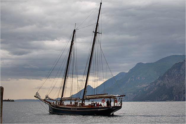 wedding-boat-cruise-malcesine-lake-garda
