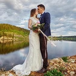 What Wedding Dresses Are the Most Suitable for Lake Weddings?