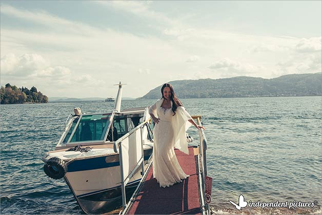 boat ride to reach the wedding ceremony at Villa Giulia