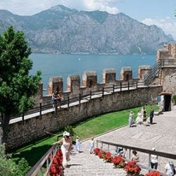 Destination wedding at Malcesine Castle: what a beautiful frame for your wedding on Lake Garda!