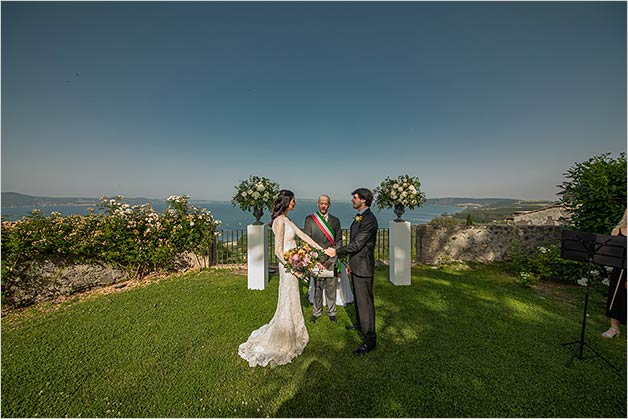 Romantic wedding ceremony at Castello Odescalchi