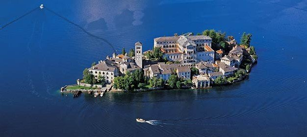 A romantic wedding reception on San Giulio Island