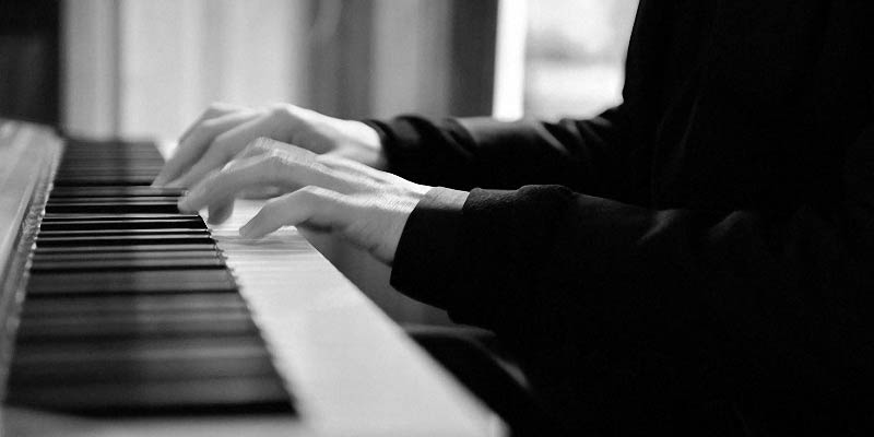 Classical pianist for weddings in Italy